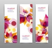 Uppsättning av tre baner, abstrakta titelrader, med färgrika blom- beståndsdelar och stället för din text royaltyfri illustrationer