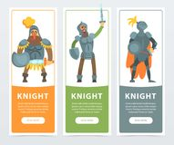 Uppsättning av tre färgrika baner med beväpnade medeltida riddare med svärd och sköldar i händer Plant nobelt mantecken Royaltyfri Foto