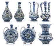 Uppsättning av tre gamla tappningvaser med islamiska citationstecken & prydnader Arkivbild