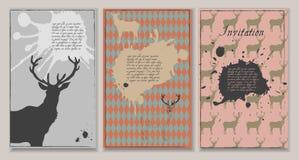 Uppsättning av tre inbjudningar med deers och fläckar Royaltyfri Bild
