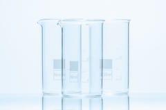 Uppsättning av tre resistenta cylindriska dryckeskärlar för tom temperatur för mätning Royaltyfri Foto