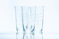 Uppsättning av tre resistenta koniska dryckeskärlar för tom temperatur för mätningar Royaltyfria Foton
