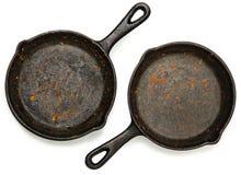 Uppsättning av två Rusty Cast Iron Skillets Royaltyfri Fotografi