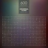Uppsättning av 600 universell modern tunn linje symboler för rengöringsduk och mobil Arkivbilder