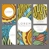 Uppsättning av vektordesignmallar Broschyrer i slumpmässig färgrik stil Tappningramar och bakgrunder Royaltyfri Bild