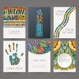 Uppsättning av vektordesignmallar Broschyrer i slumpmässig färgrik stil Tappningramar och bakgrunder Arkivfoto