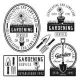 Uppsättning av vektorn som arbeta i trädgården tjänste- klistermärkear, emblem Stock Illustrationer