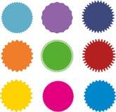 Uppsättning av vektorstarburst, sunburstemblem Olik färg nio En samling av den olika typer och färgsymbolen vektor illustrationer