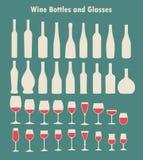 Uppsättning av vinexponeringsglas och flaskor Arkivbilder