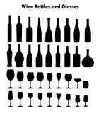 Uppsättning av vinexponeringsglas och flaskor Fotografering för Bildbyråer