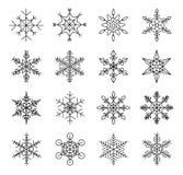 Uppsättning av vintersnöflingor, kontursvart som isoleras på vit bakgrund Ideal för jul planlägger kort stock illustrationer