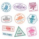 Uppsättning av visumstämplar för pass International- och invandringkontorsstämplar Ankomst- och avvikelsevisumstämplar stock illustrationer