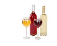 Uppsättning av vit och rosa vinflaskor, glas. Isolerat på vit bakgrund Arkivfoton