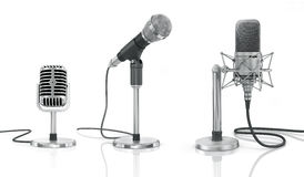Uppsättning av yrkesmässiga mikrofoner Arkivfoton