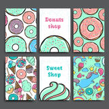 Uppsättning för affischvektormall med donuts Annonsering för bageri shoppar eller kafét söt bakgrund Arkivbilder