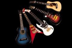 Uppsättning för akustiska och elektriska gitarrer Fotografering för Bildbyråer