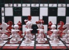 Uppsättning för armé för schackstycken royaltyfri foto