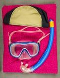 Uppsättning för dykning för barn` s i den inomhus simbassängen royaltyfri bild