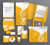 Uppsättning för företags identitet med en gul modell Arkivfoto