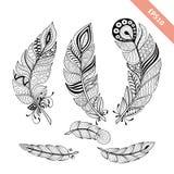 Uppsättning för fjäder för klottersvartöversikt dekorativt element Tatuering royaltyfri illustrationer