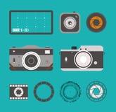 Uppsättning för fotokamerasymboler i plan stil Den isolerade grafiska retro kameran och lins utformar vektorillustrationen royaltyfri illustrationer