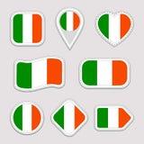 Uppsättning för Irland flaggaklistermärkear Irländska emblem för nationella symboler Isolerade geometriska symboler Vektorreprese royaltyfri illustrationer