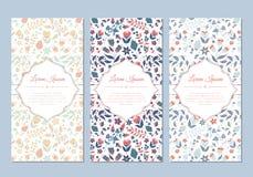 Uppsättning för kort för gulligt tappningklotter blom- vektor illustrationer