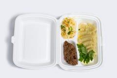 Uppsättning för lunchask Disponibel plast- lunchask En vit matask, lunch, snabbmat som isoleras på vit bakgrund arkivbilder