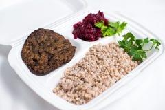 Uppsättning för lunchask Disponibel plast- lunchask En vit matask, lunch, snabbmat som isoleras på vit bakgrund arkivfoto