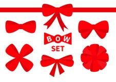 Uppsättning för symbol för röd bandjulpilbåge stor Garneringbeståndsdel för giftboxgåva Vit bakgrund isolerat Plan design Arkivbild
