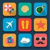 Uppsättning för symboler för design för sommarresandelägenhet Royaltyfria Bilder