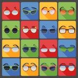 Uppsättning för symboler för lägenhet för solglasögonexponeringsglasmode Arkivfoto