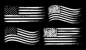 Uppsättning för USA amerikansk grungeflagga, vit som isoleras på svart bakgrund, vektorillustration stock illustrationer