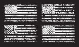 Uppsättning för USA amerikansk grungeflagga, vitt som isoleras på svart bakgrund, illustration vektor illustrationer