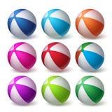 Uppsättning för vektor för strandbollar i färgrikt realistiskt gummi 3D stock illustrationer