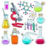 Uppsättning som är färgrik av kemisk laboratoriumutrustning, provrör, flaskor med kulör flytande, mikroskopet och molekylar stock illustrationer