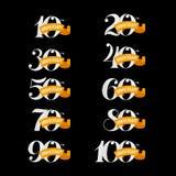 Uppsättningen av årsdagen undertecknar från 10th till 100. Vitnummer på en svart bakgrund stock illustrationer