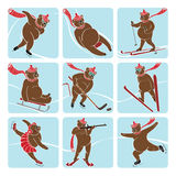 Uppsättningen av brunbjörnen spelar vintersporten. Symboler Vektor Illustrationer