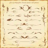 Uppsättningen av calligraphic beståndsdelar inramar och mönstrar 1 Stock Illustrationer