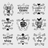Uppsättningen av coffee shop skissar och textetiketter Royaltyfri Fotografi