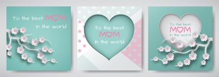 Uppsättningen av det gröna och rosa hälsningkortet för dag för moder` s med lyckönskan smsar, cuted hjärta dekorerade blommor, pr royaltyfri illustrationer