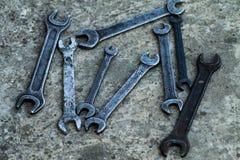 Uppsättningen av det sålda behändiga industriella hjälpmedlet för skiftnyckeln stämmer i ett behändigt hjälpmedel för mekaniskt s royaltyfri bild