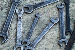 Uppsättningen av det sålda behändiga industriella hjälpmedlet för skiftnyckeln stämmer i ett behändigt hjälpmedel för mekaniskt s royaltyfria bilder