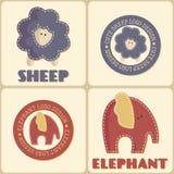 Uppsättningen av fyra gulliga djuretiketter i dämpad tappning färgar Arkivbilder