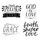 Uppsättningen av guden för 4 citationstecken för handbokstäver den kristna är förälskelse Tro Hope, förälskelse nåd Förtroende i  royaltyfri illustrationer