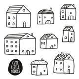 Uppsättningen av gulligt skissar hus på vit vektor illustrationer