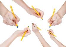 Uppsättningen av händer drar vid den isolerade enkla pennan Arkivbild