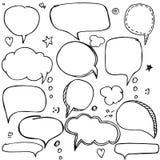 Uppsättningen av handen dragit funderare och samtalanförande bubblar med förälskelsemeddelandet, hälsningar och försäljningsannon Arkivbild
