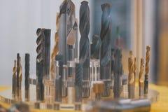 Uppsättningen av hjälpmedel - borrar för metall - belägga med metall seminariet royaltyfri bild