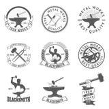 Uppsättningen av hovslagaren, järn arbetar etiketter, emblem och designbeståndsdelar vektor illustrationer